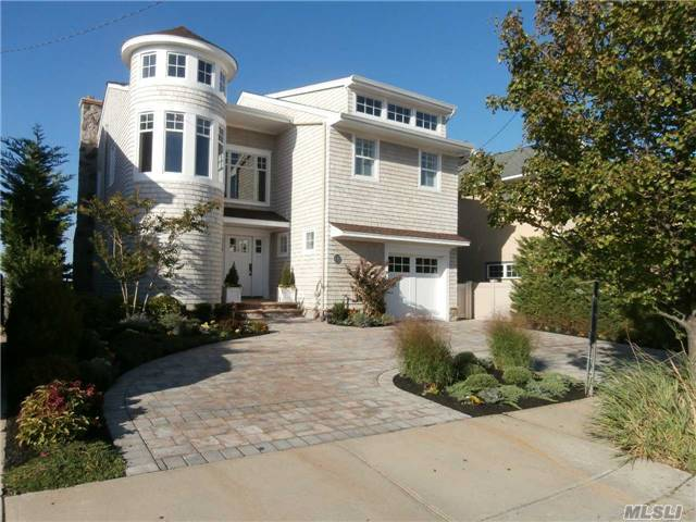 131 Bayside Dr, Point Lookout, NY 11569