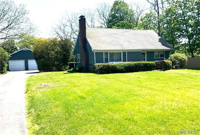15 Chichester Ave, Center Moriches, NY 11934