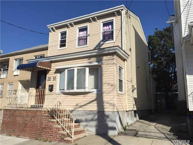 20-31 125 St, College Point, NY 11356
