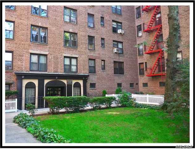 83-20 98th St #1g, Woodhaven, NY 11421
