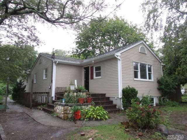 16 Juniper Ave, Patchogue, NY 11772