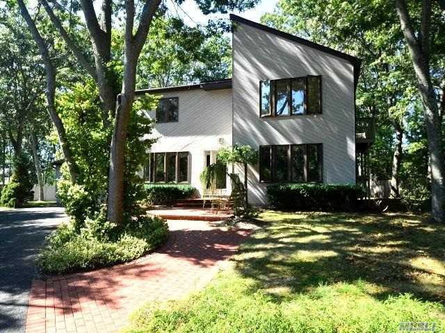 22 N Ingelore Ct, Smithtown, NY 11787