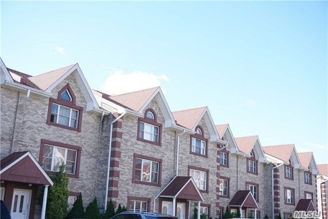 114-36 A Taipei Ct, College Point, NY 11356