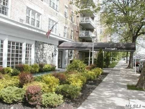 149-30 88th St #6e, Howard Beach, NY 11414