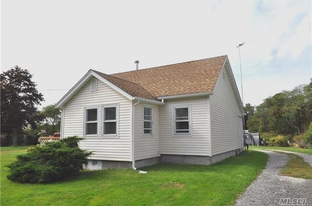 32 Belleview Ave, Center Moriches, NY 11934