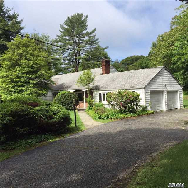 121 Goose Hill Rd, Cold Spring Hrbr, NY 11724