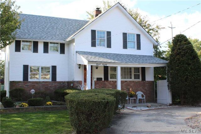 950 Old Britton Rd, N Bellmore, NY 11710