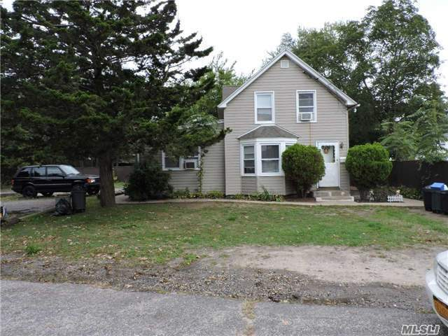 3 Pineville Rd, Central Islip, NY 11722