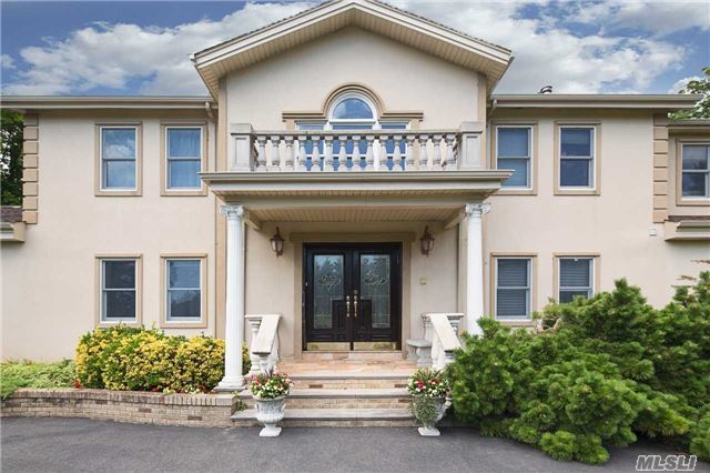 3 Birch Hill Ct, Old Westbury, NY 11568