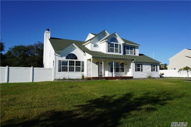 11 Bittersweet Ln, Center Moriches, NY 11934