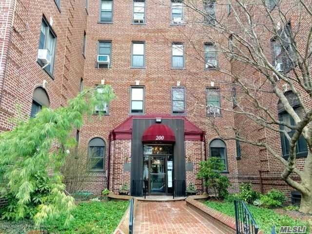 200 Hart Blvd #3h, Out Of Area Town, NY 10301