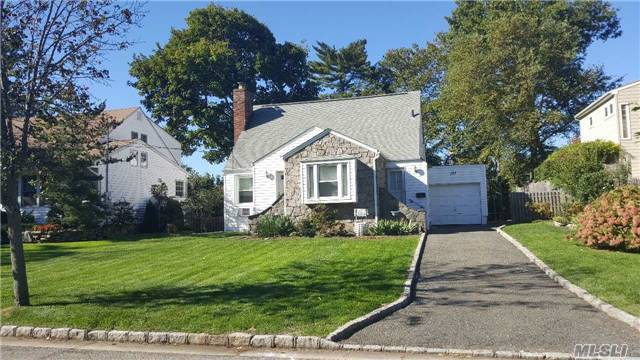 137 Greenway East, Manhasset Hills, NY 11040