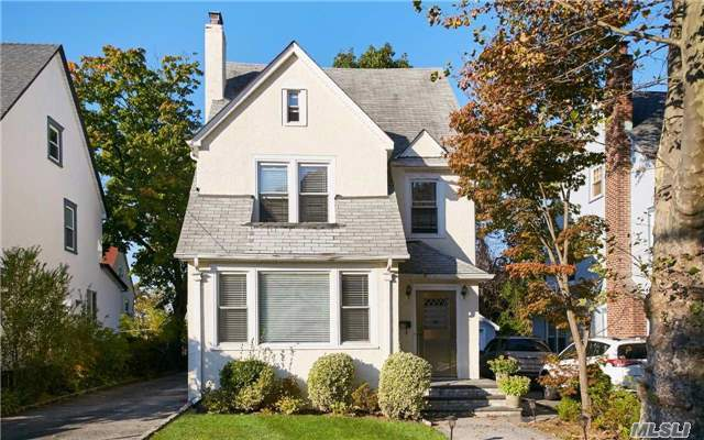 37 Jayson Ave, Great Neck, NY 11021