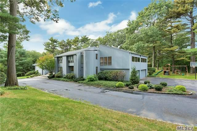 60 Rodeo Dr, Oyster Bay Cove, NY 11791