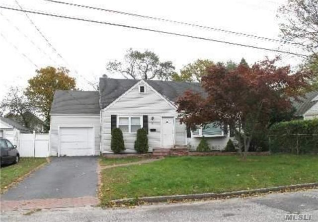 43 Grenville Ave, Patchogue, NY 11772