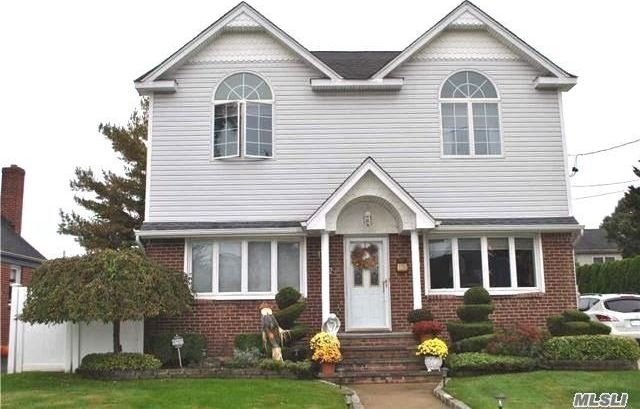 1542 Powers Ave, East Meadow, NY 11554