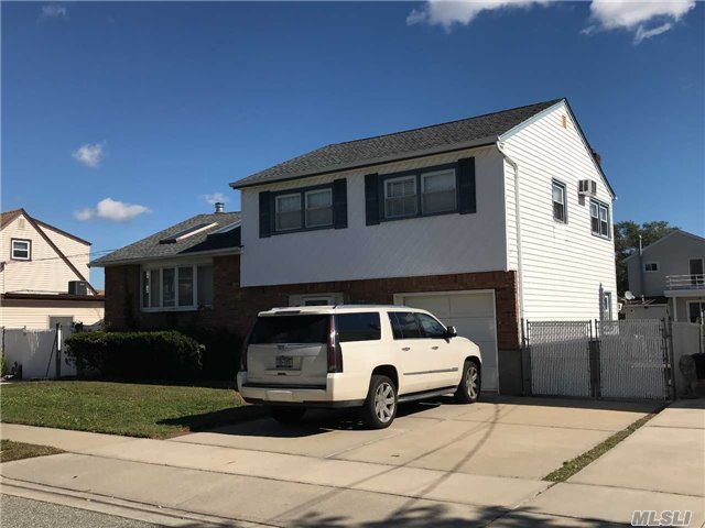 75 Stirling Ave, Freeport, NY 11520