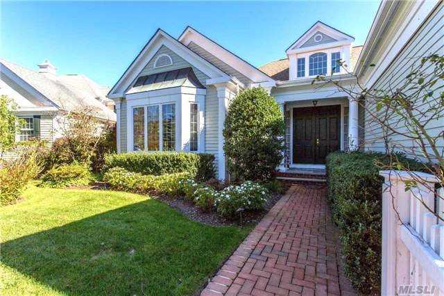 39 Claridge Cir, Manhasset, NY 11030