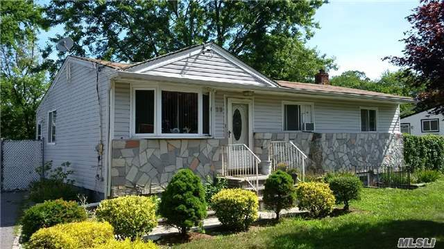 33 Mckinley St, Brentwood, NY 11717