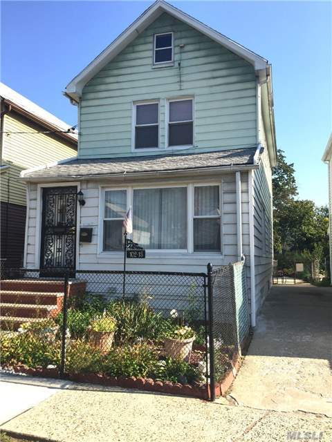 102-13 216th St, Queens Village, NY 11429