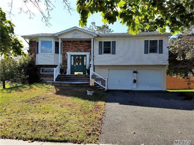 138 Fifty Acre Rd, Smithtown, NY 11787