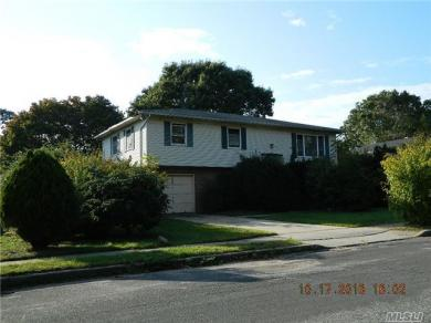 194 N 21 St, Wheatley Heights, NY 11798