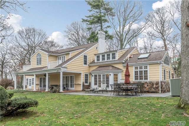 37 Taylor Rd, Huntington Bay, NY 11743