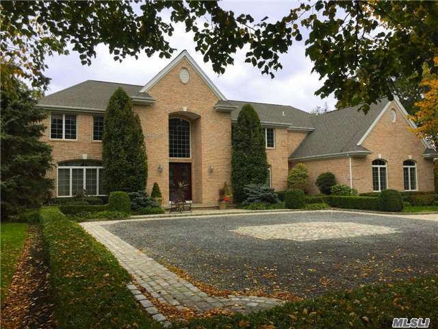 41 Hunting Hollow Ct, Dix Hills, NY 11746