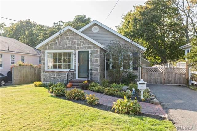 96 Bailey Ave, Patchogue, NY 11772
