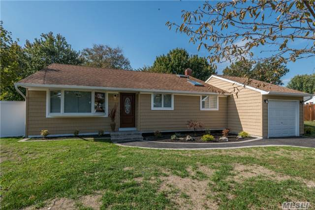 9 Stager Ln, Commack, NY 11725