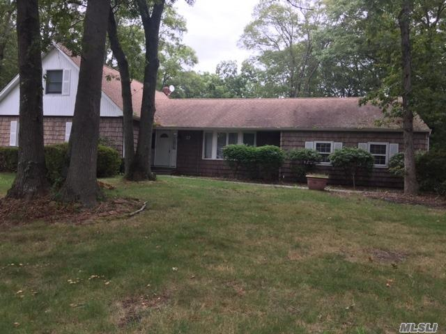 37 Leeside Dr, Great River, NY 11739