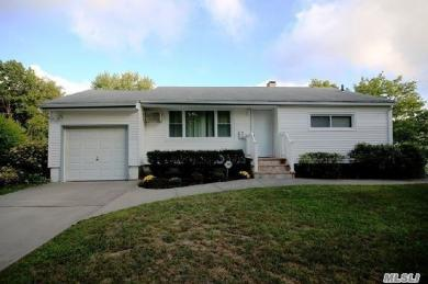 3 Rollin Ln, Brentwood, NY 11717