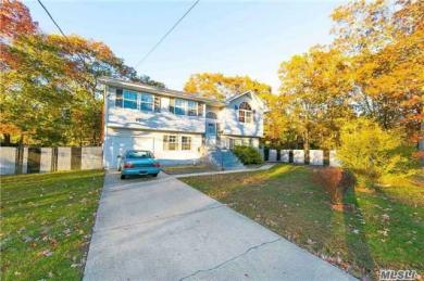 95 W Plum St, Brentwood, NY 11717