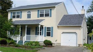 101 Evergreen Ave, East Moriches, NY 11940