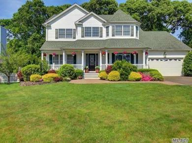 5 Rolling Wood Ct, Hauppauge, NY 11788