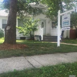 32 Burchell Blvd, Bay Shore, NY 11706