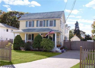 222 N Clinton Ave, Bay Shore, NY 11706