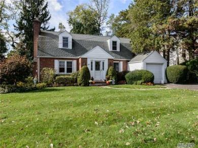 165 Greenway West, New Hyde Park, NY 11040