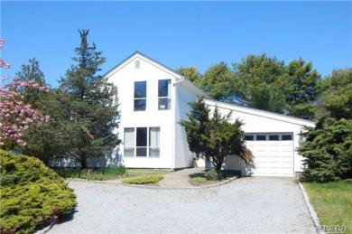 39 Tanners Neck Ln, Westhampton, NY 11977