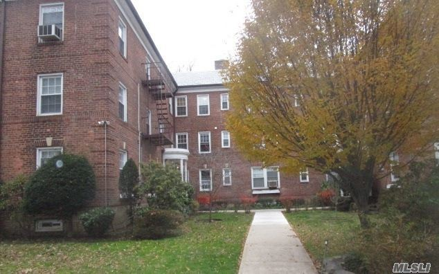 19 Schenck #3g, Great Neck, NY 11021