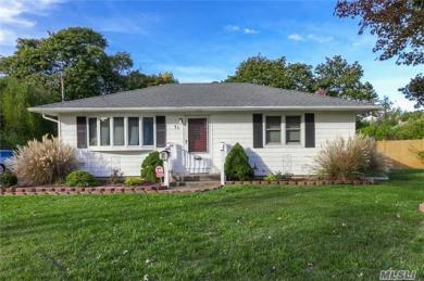 71 Miller St, Patchogue, NY 11772