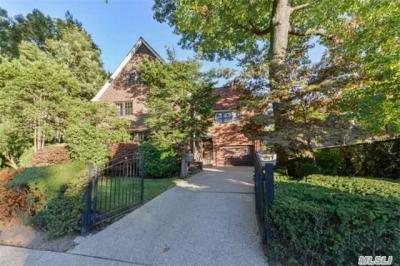 Photo of 140 71ave, Forest Hills, NY 11375