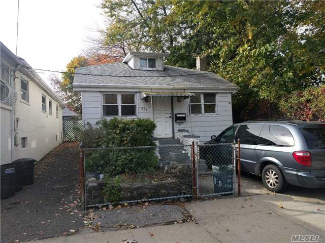 353 Newman Ave, Out Of Area Town, NY 10473