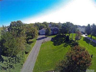 Photo of 183 W Islip Rd, West Islip, NY 11795