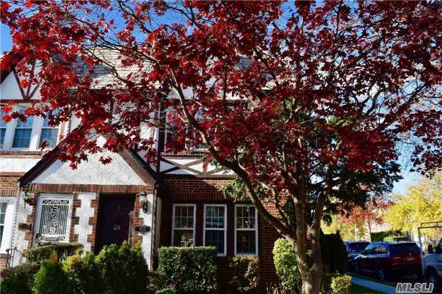 3 Bedrooms House in Forest Hills