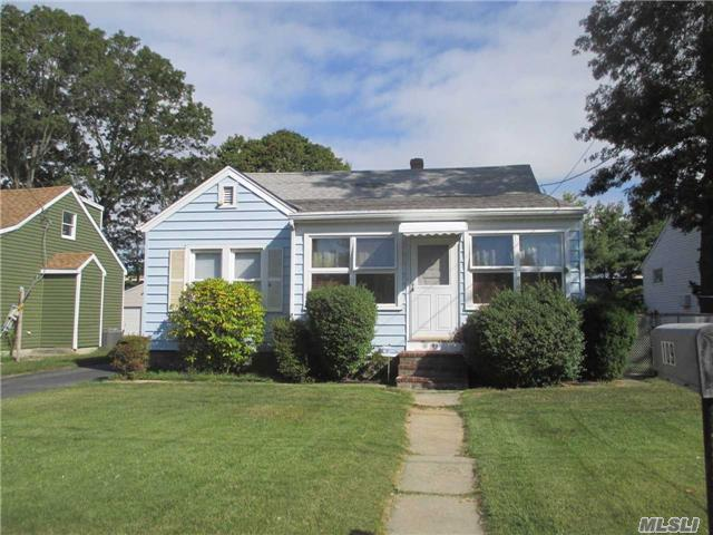 109 Franklin St, Patchogue, NY 11772