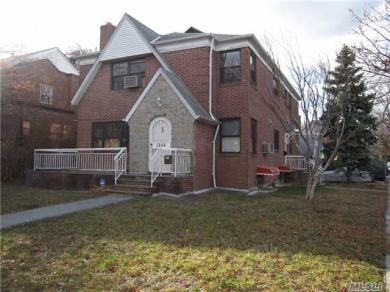 63-04 Cromwell Cres, Rego Park, NY 11374