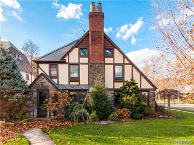 Photo of 64 Plymouth Rd, Rockville Centre, NY 11570