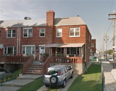 84-02 256th St, Floral Park, NY 11001