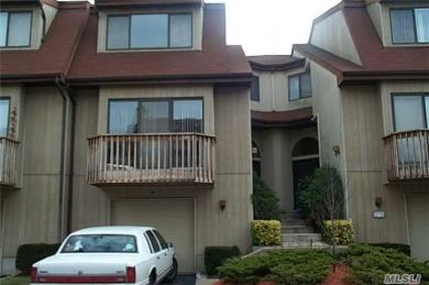 16 Clubside Dr, Woodmere, NY 11598